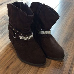 Girls 8 Piper Brown Faux Suede Boots w Rhinestones